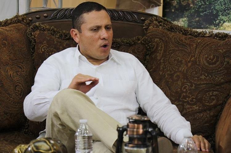 El excanciller Raúl Morales Moscoso dice que en pocos días podría empezar a trabajar en una empresa. (Foto Prensa Libre: Dony Stewart)