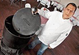 Raúl Valdivia logró uno de sus sueños: abrir su propio restaurante. (Foto Prensa Libre: Álvaro Interiano)