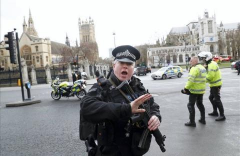 Detienen a siete personas por atentados en Londres. (Foto Prensa Libre: AP)
