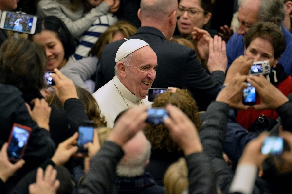 "<span class=""hps"">El Papa</span> <span class=""hps"">llega</span> <span class=""hps"">a</span> <span class=""hps"">su audiencia general semanal</span> <span class=""hps"">en el Vaticano.</span>"