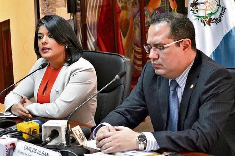 elsa Ávalos y Carlos Ulbán, del Ministerio de Trabajo, informaron sobre el plan operativo.