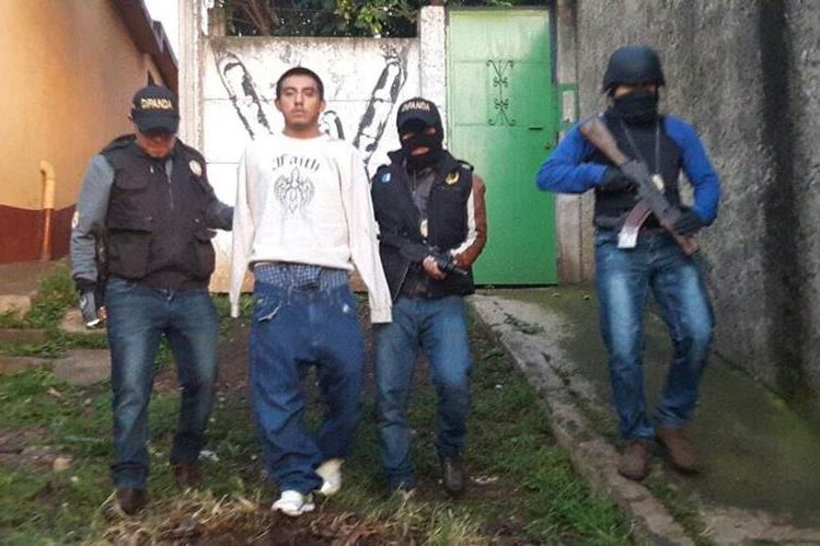 Gustavo Adolfo Pac fue capturado en Villa Nueva luego de un ataque contra agentes de la PNC. (Foto Prensa Libre: PNC)