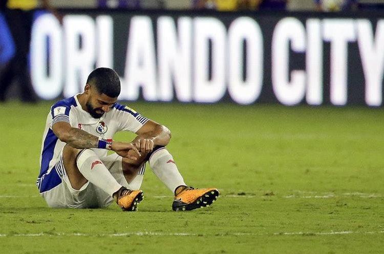 Gabriel Gómez, de Panamá, muestra su tristeza por la derrota.