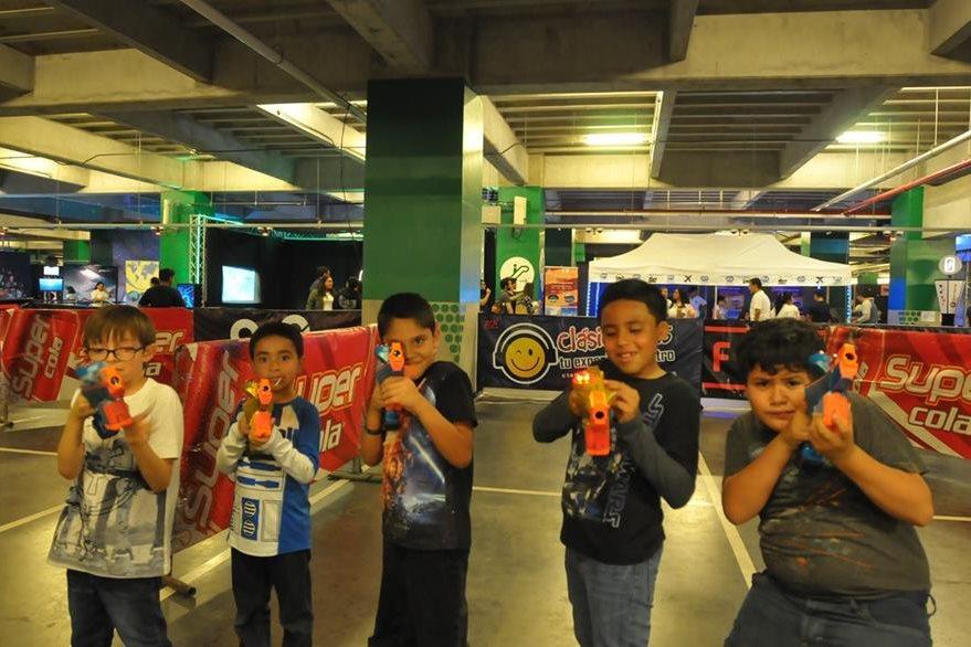 Los niños disfrutaron de juegos galácticos. (Foto Prensa Libre: Ana Lucía Ola)
