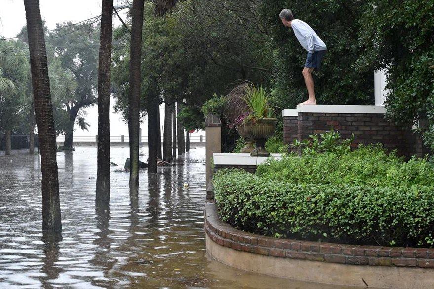 Según los medios, los vientos e inundaciones han causado cuatro muertes desde el jueves en Estados Unidos. (Foto Prensa Libre: AFP).