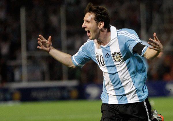 Lionel Andrés Messi afirmó este viernes que regresará a vestir los colores de la camiseta argentina (Foto Prensa Libre: Hemeroteca PL)