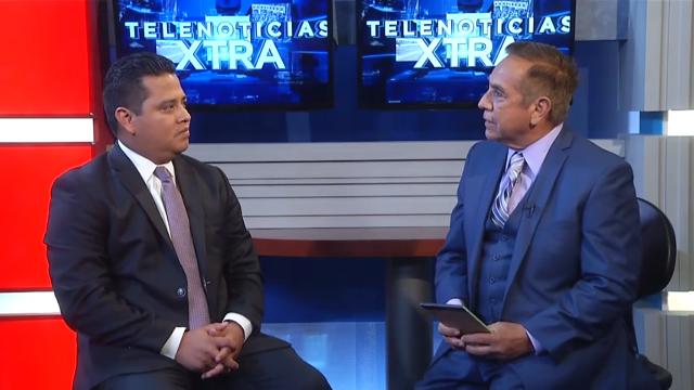 El exembajador Marvin Mérida es entrevistado por Homan Machuca de Telemundo orlando. (Foto Prensa Libre: Internet)