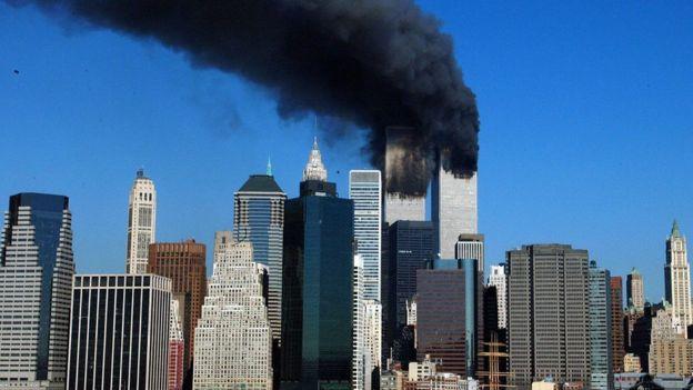 Poco después de los ataques del 11 de septiembre, Bush y Blair empezaron a hablar sobre el derrocamiento de Saddam Hussein. GETTY IMAGES
