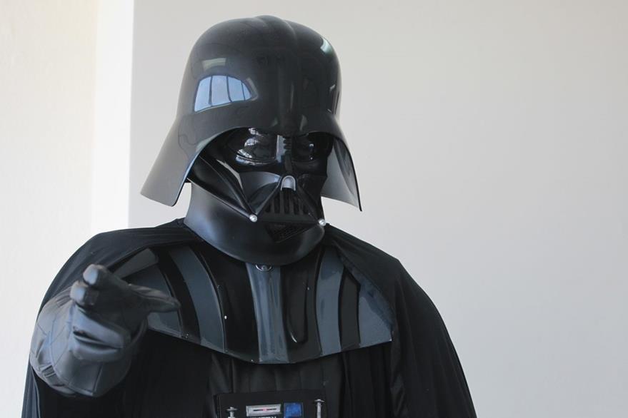 El guatemalteco Jeffrey Cabrera irá disfrazado de Darth Vader. (Foto Prensa Libre: Ángel Elías)