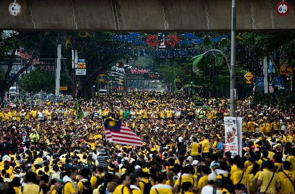 <em>Manifestantes exigen la renuncia del primer ministro Najib Razak. y reformas electorales.</em>
