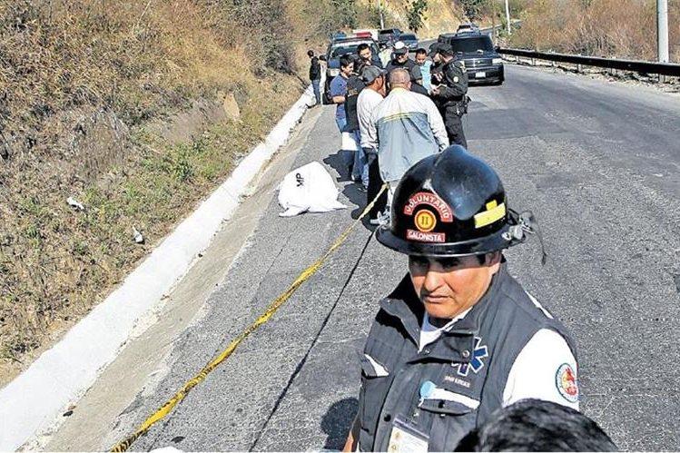 En menos de un mes, en la ruta de Bárcenas, Villa Nueva, a Milpas Altas, Sacatepéquez, fueron abandonados los restos de tres mujeres, según reporte de los Bomberos Departamentales y Voluntarios. (Foto Prensa Libre: Hemeroteca PL)