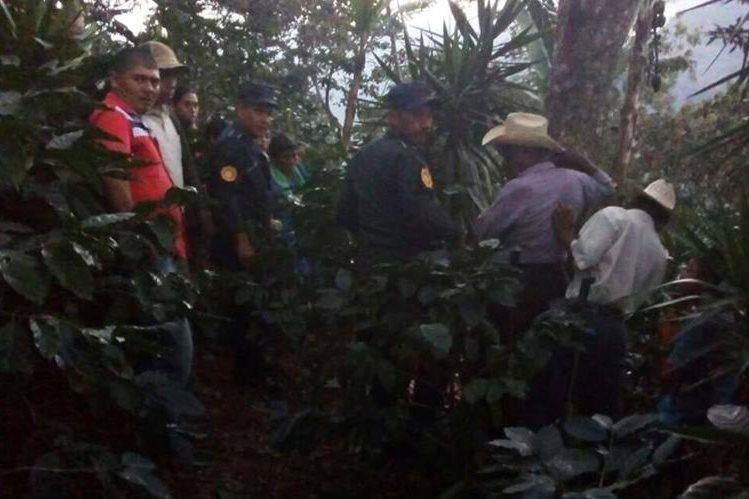 Angela Santiago Hernández habría sido abusada por tres hombres, quienes le causaron la muerte. (Foto Prensa Libre: Mario Morales)