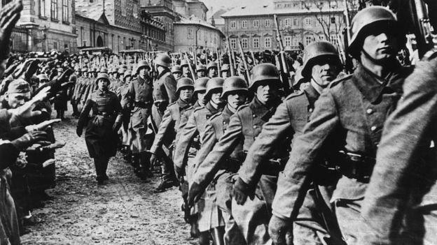 Pujol tuvo tanto éxito engañando a los alemanes que éstos incluso lo condecoraron con la Cruz de Hierro por sus esfuerzos. GETTY IMAGES