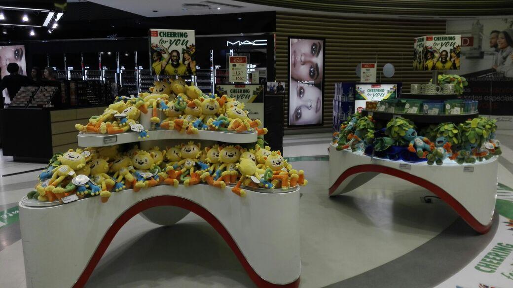 En el aeropuerto de Brasil ya se puede sentir el ambiente de los Juegos Olímpicos. (Foto Prensa Libre: Jeniffer Gómez)