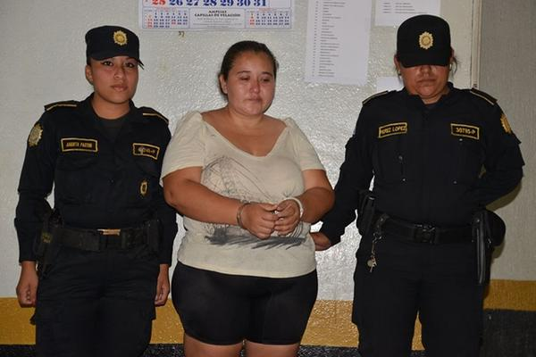 <p>Jakelin Noemi del Carmen Quiñonez Alfaro fue enviada a prisión preventiva. (Foto Prensa Libre: Omar Méndez).<br></p>