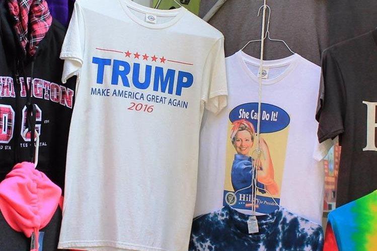 Playeras se venden como recuerdos de una de las campañas más polémicas en la historia de Estados Unidos. (Foto Prensa Libre: Antonio Barrios A.)