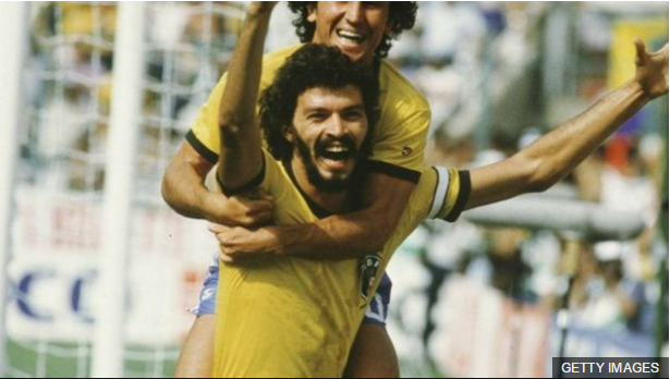 El doctor Sócrates fue uno de los jugadores más icónicos de Brasil.