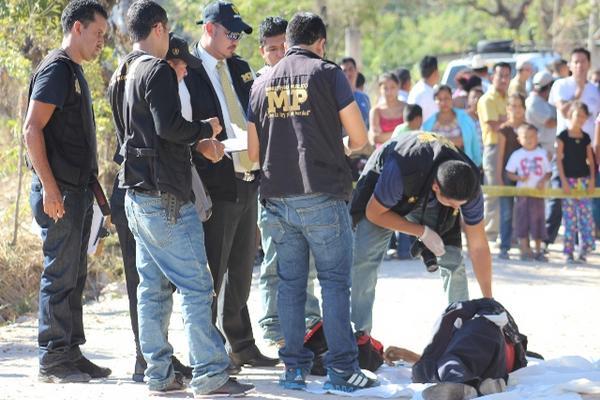 """<p>El hecho criminal se cometió en un callejón de la aldea Cerro Gordo. (Foto Prensa Libre: Óscar González)<br _mce_bogus=""""1""""></p>"""
