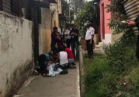 Callejón donde ocurrió el ataque armado. Foto Prensa Libre: Bomberos Voluntarios.