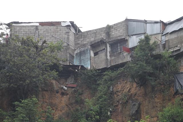 Debido a la falta de planificación urbana se construyeron viviendas en zonas de alto riesgo. (Foto Prensa Libre: Érick Ávila)