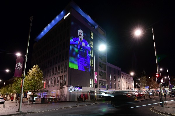La ciudad de Leicester vive la alegría por ser el campeón de la Premier League. (Foto Prensa Libre: AFP)