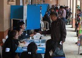 La primera vuelta de elecciones se efectuó el 6 de septiembre, donde se registró el 69.74 por ciento de participación ciudadana. (Foto Prensa Libre: Hemeroteca PL)
