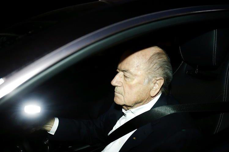 El aún presidente de la Fifa, Sepp Blatter continúa trabajando normalmente pese a los constantes ataques. (Foto Prensa Libre: Hemeroteca PL)