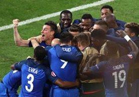 La Selección francesa suma seis puntos en su haber pese haber sufrido frente a Albania este miércoles. (Foto Prensa Libre: AP)