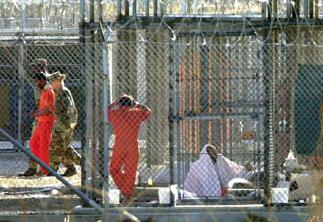 Las celdas de Guantánamo son llamadas Campo de Rayos X, no tienen paredes. (Foto Prensa Libre: AP)