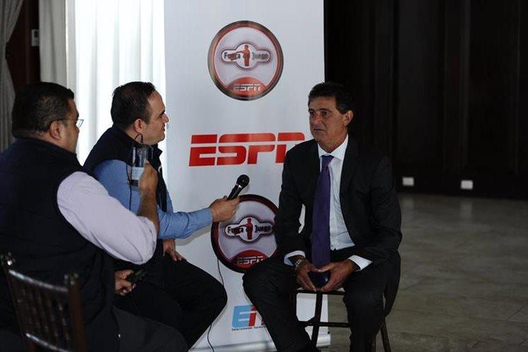 El exdelantero Mario Alberto Kempes conversó con Tododeportes en su reciente visita a Guatemala. (Foto Prensa Libre: Francisco Sánchez)