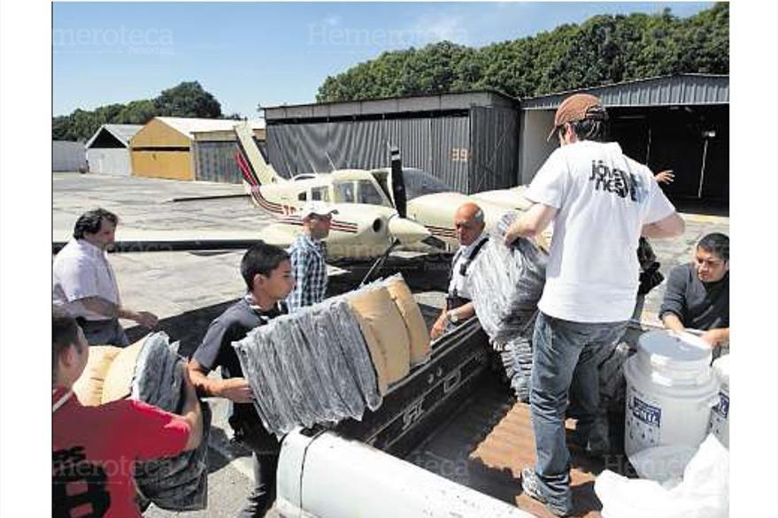 La ayuda comienza a ser trasladada a regiones afectadas por el terremoto el 9/11/2012. (Foto: Hemeroteca PL)