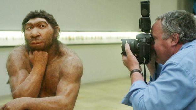 Los humanos modernos tuvieron al menos un episodio sexual con neandertales y dos con denisovanos. AFP