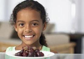 Se acerca la tradición de comer las 12 uvas a la medianoche, y con ella las advertencias de los médicos. (Foto, Thinkstock)
