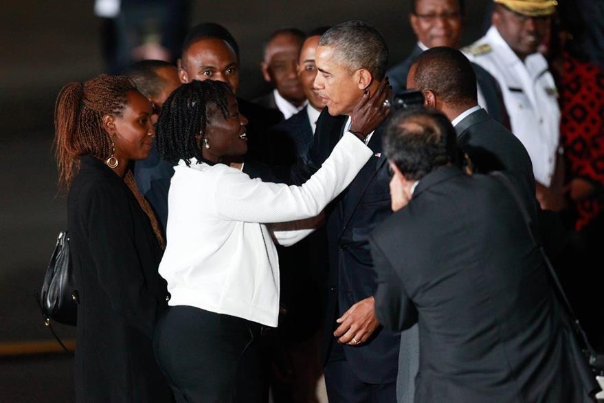 En Kenia, Obama se reencontró con su hermanastra Auma Obama. (Foto Prensa Libre: EFE).