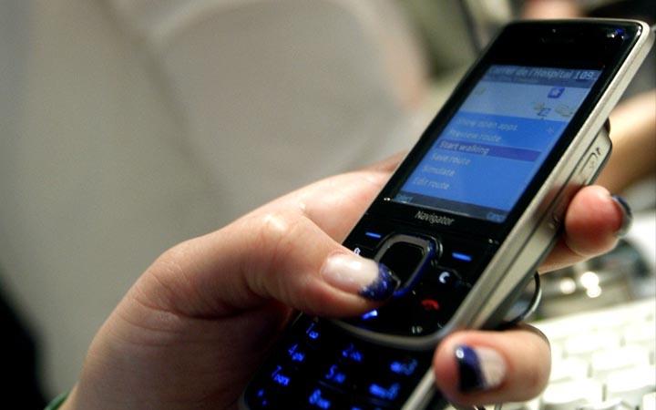 Los usuarios emplean cada vez menos las líneas telefónicas convencionales. (Foto Prensa Libre: Hemeroteca PL)