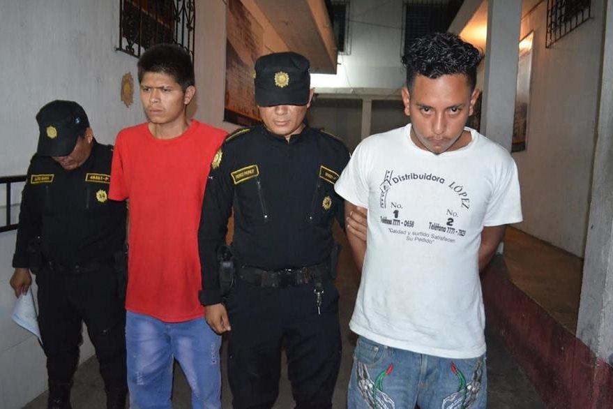 Dos capturados en Retalhuleu, sorprendidos cuando intentaban robar en una vivienda. (Foto Prensa Libre: Jorge Tizol)