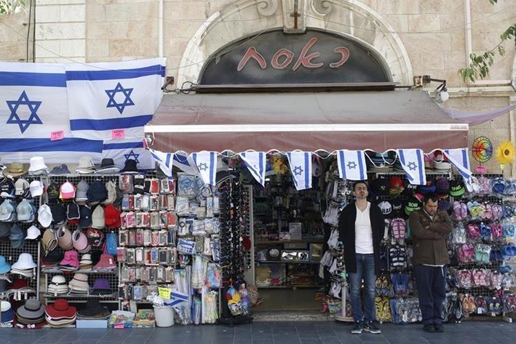 Todos los comercios se paralizaron para recordar a víctimas del nazismo. (Foto Prensa Libre: EFE)