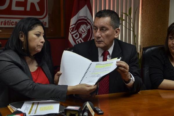 Diputados de Líder muestran los supuestos gastos de Rudy Gallardo.