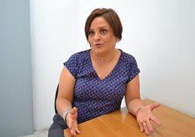 Marcela Alfaro habla sobre estrategias de comunicación en redes. (Foto Prensa Libre: Ángel Elias)