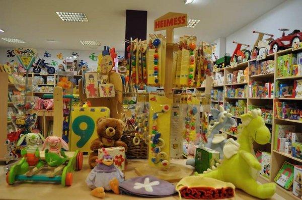 Los padres deben verificar el nivel de ruido de los juguetes, para evitar que estos dañen el oído infantil.