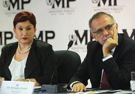 Thelma Aldana e Iván Velásquez, jefes del MP y Cicig, durante la conferencia de prensa que reveló el financiamiento electoral ilícito del partido FCN Nación. (Foto Prensa Libre: Hemeroteca PL)