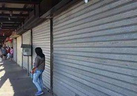 Los comercios del mercado de Antigua Guatemala permanecen cerrados por protesta de inquilinos. (Foto Prensa Libre: Julio Sicán)