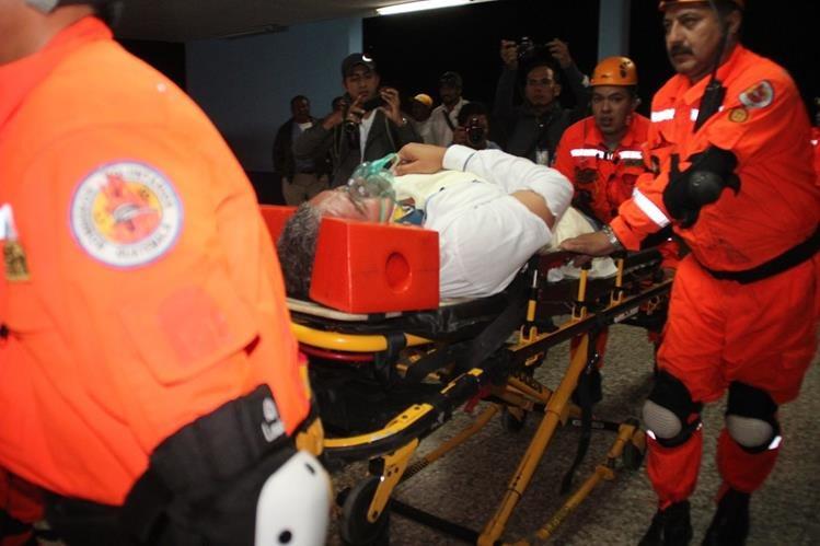 El candidato a diputado es ingresado al Hospital Regional de Huehuetenango. (Foto Prensa Libre: Mike Castillo)