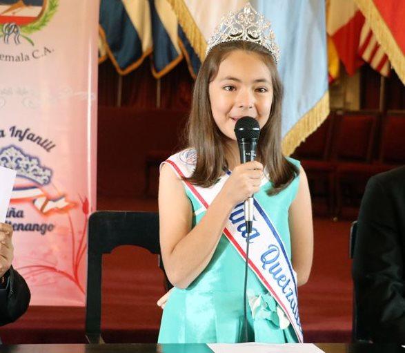 Elly María de León Ríos, actual Niña Quetzaltenango, invita a las menores de entre 7 y 10 años a participar en el certemen infantil.  (Foto Prensa Libre: Carlos Ventura)