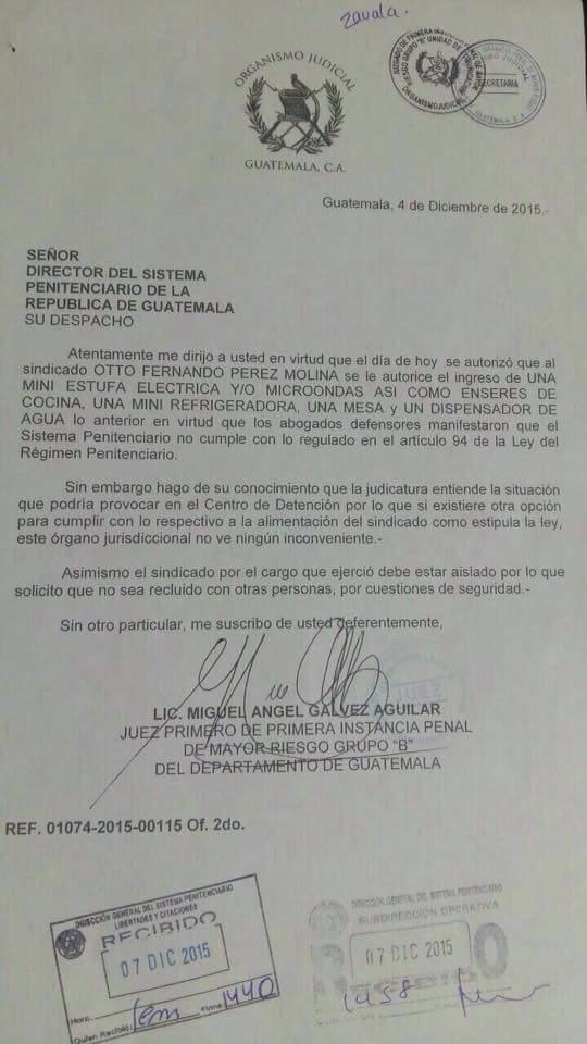 Juez Miguel Ángel Gálvez ordenó el ingreso de diversos artículos domésticos para el expresidente Otto Pérez Molina, preso en la cárcel de la base militar Mariscal Zavala. (Foto Prensa Libre: Twitter)