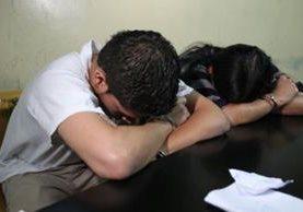 Tres empleados de un banco del sistema fueron detenidos señalados del delito de defraudación. (Foto Prensa Libre: PNC)