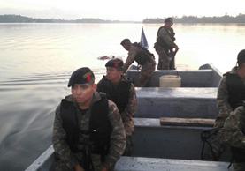 Personal del Ejército en plena labor de búsqueda. (Foto Prensa Libre: Cortesía)