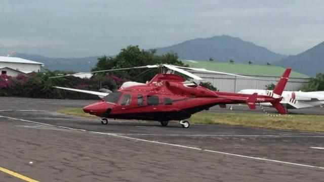 Manuel Baldizón arribó a El Salvador el martes recién pasado en su helicóptero privado. (Foto Prensa Libre: elsalvador.com)