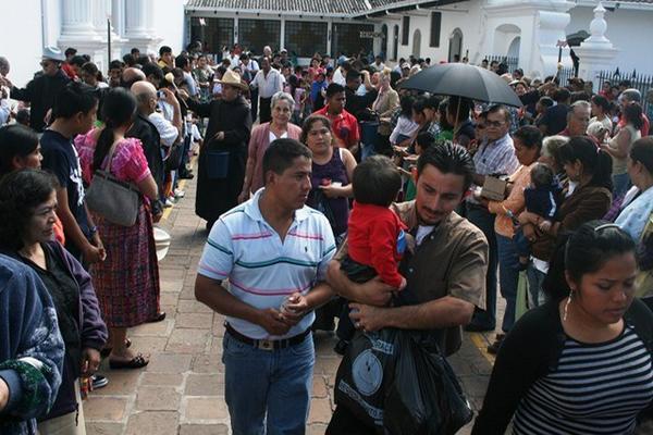 <p>Cientos de fieles comienzan a visitar la Basílica de Esquipulas, Chiquimula. (Foto Prensa Libre: Edwin Paxtor)<br></p>