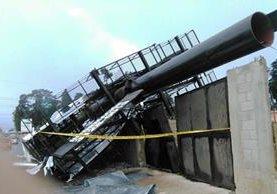 Entre los problemas por el viento y la lluvia reportan la caída de varias vallas publicitarias. (Foto Prensa Libre: (Foto Prensa Libre: Estuardo Paredes)
